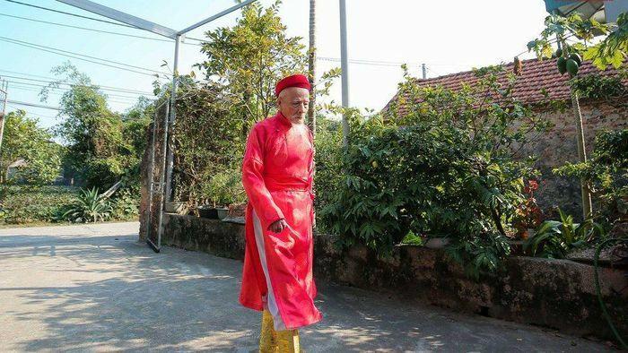 Cụ ông 92 tuổi tái hiện ông vua đi cày trong lễ Tịch Điền