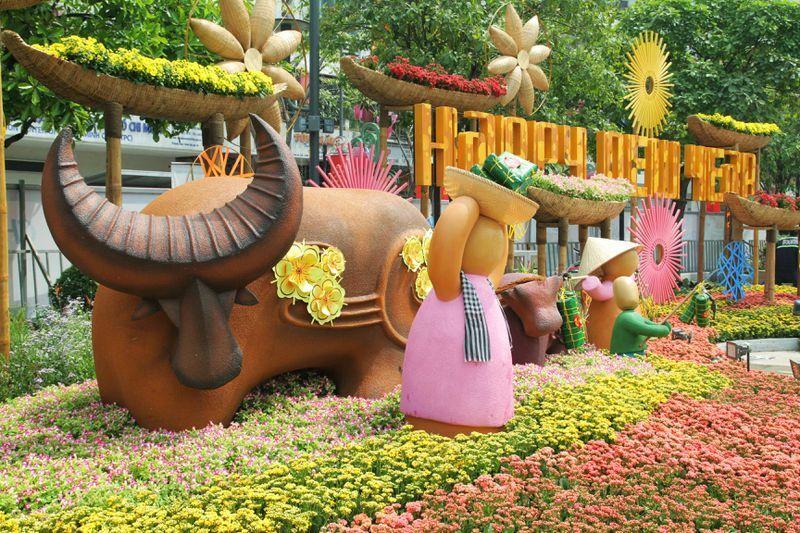 Ngắm đường hoa Nguyễn Huệ trước ngày mở cửa đón khách du xuân