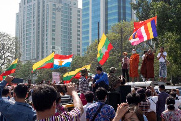 """Công ty nước ngoài """"sốc"""" với tình hình tại Myanmar"""