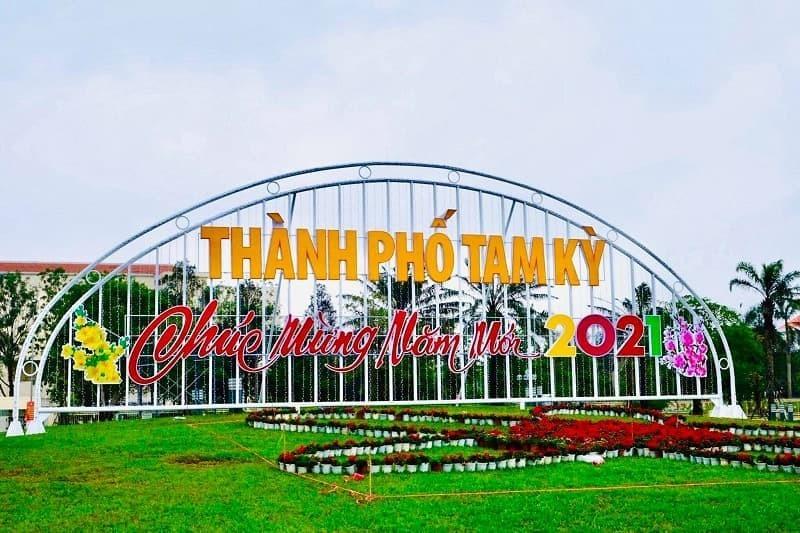 Bị chê vì trông nhạy cảm, biểu tượng hoa Tết Quảng Nam đã được sửa