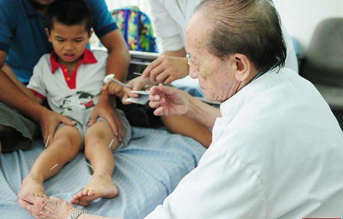 Giáo sư Nguyễn Tài Thu bậc thầy trong lĩnh vực châm cứu qua đời ở tuổi 90