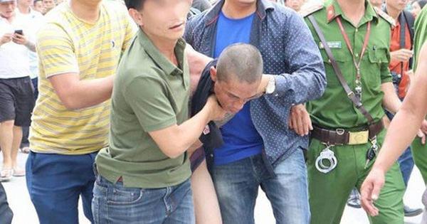 Quảng Ninh: Nghịch tử 'ngáo đá', vác rìu dài đòi chém mẹ, gây náo loạn khu phố