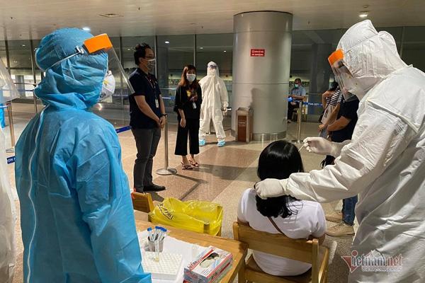 Bốn ca nghi nhiễm nCoV làm việc ở sân bay Tân Sơn Nhất
