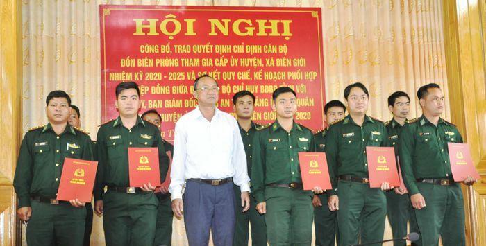 Kon Tum: Công bố, trao quyết định chỉ định sĩ quan Biên phòng tham gia cấp ủy