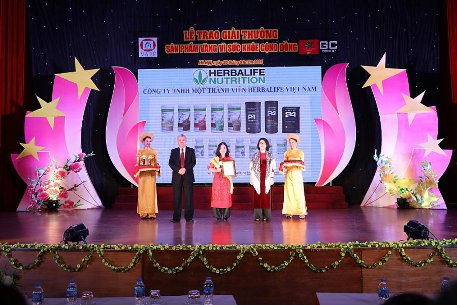 """Herbalife Việt Nam nhận giải """"Sản phẩm vàng vì sức khỏe cộng đồng""""nhiều năm liên tiếp"""