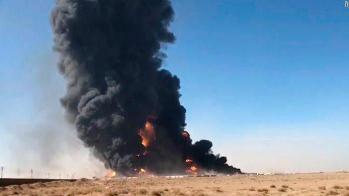 Hơn 500 phương tiện chìm trong biển lửa trên biên giới Iran-Afghanistan