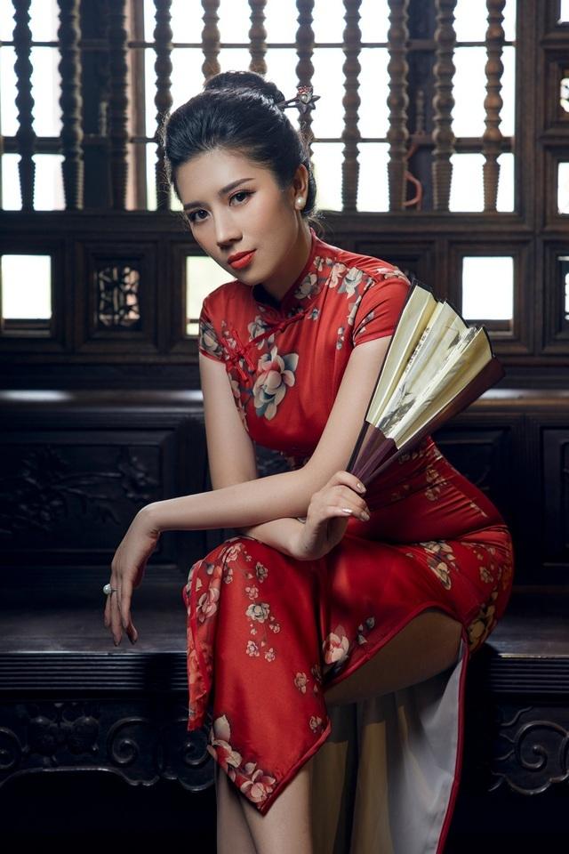 Dương Yến Nhung khoe sắc trong tà áo dài đón Tết