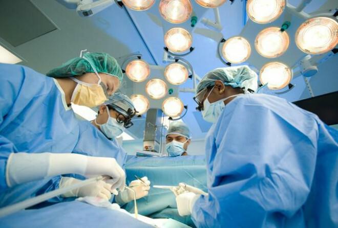 """Bác sĩ nói về thông tin """"bệnh nhân ung thư đụng dao kéo sẽ nhanh chết"""""""