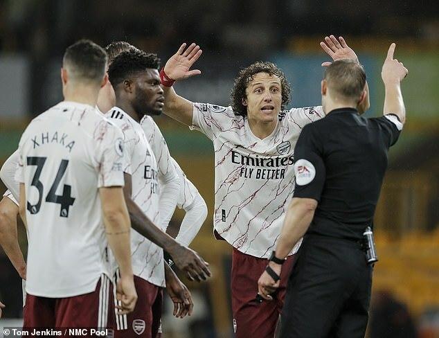 Arsenal tự tin xóa thẻ đỏ cho David Luiz