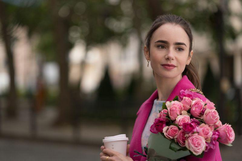 'Emily in Paris' gây tranh cãi khi được đề cử Quả cầu vàng