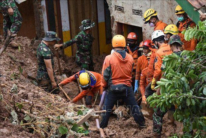Lở đất tại mỏ vàng ở Indonesia, 5 người thiệt mạng và 70 người mất tích