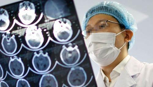 """Quý ông 38 tuổi qua đời vì nhồi máu não, bác sĩ chỉ ra 2 thói xấu là """"kẻ thù không đội trời chung"""""""