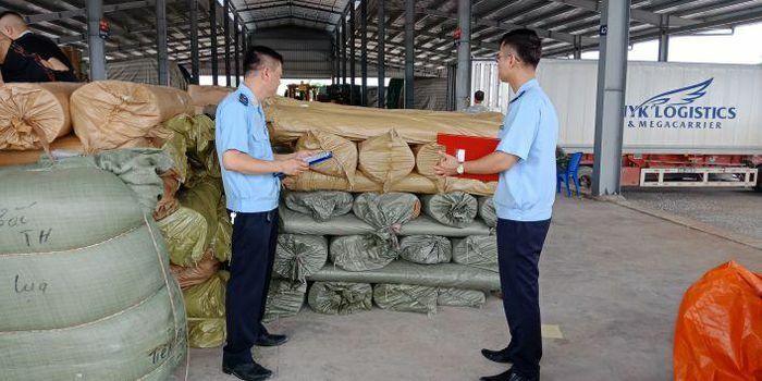 Móng Cái: Thông quan gần 5 nghìn tấn hàng hóa trong ngày đầu tiên năm Tân Sửu