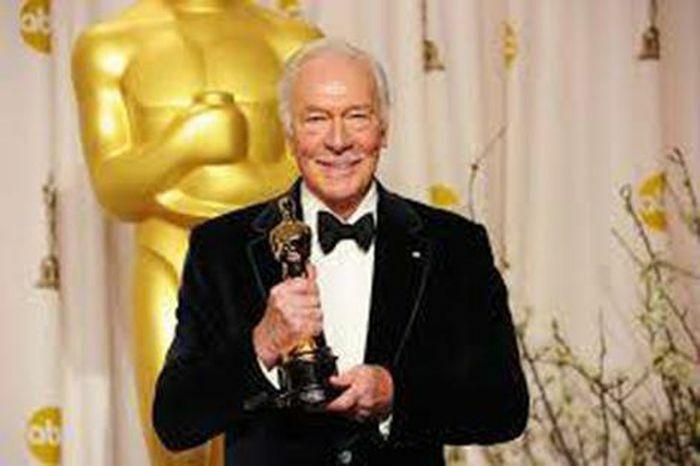 Nam diễn viên cao niên nhất được trao giải Oscar