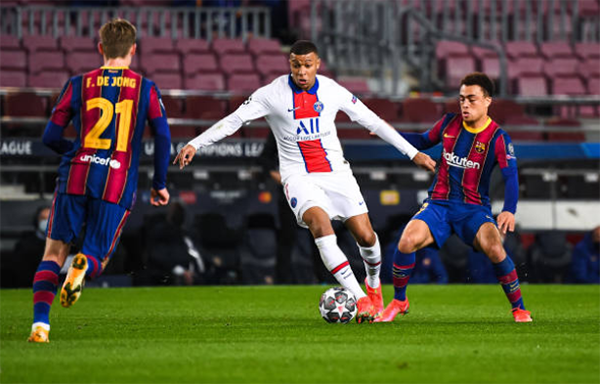 """Chỉ mất 3 giây, Mbappe biến Messi và dàn sao Barca thành """"kẻ học việc"""""""