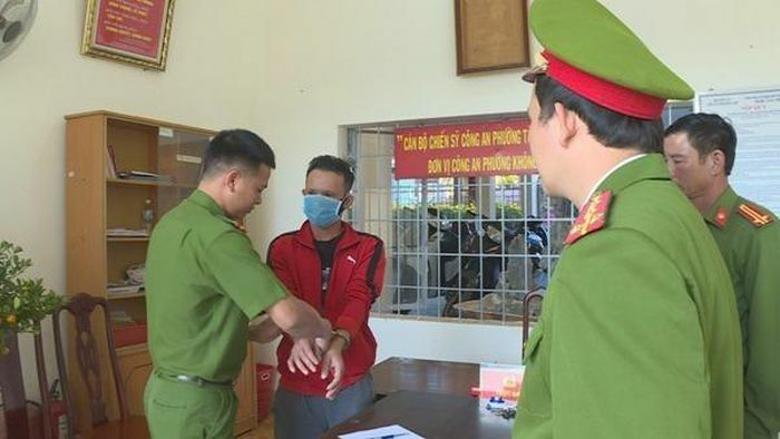 Đắk Lắk: Tạm giam một đối tượng mang súng chở hơn 2 tạ pháo