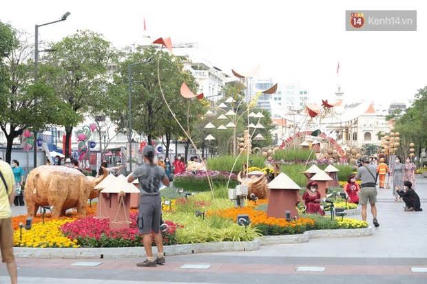 Đường hoa Nguyễn Huệ đón khách thêm 1 ngày, sẽ thu dọn từ chiều Mùng 5 Tết