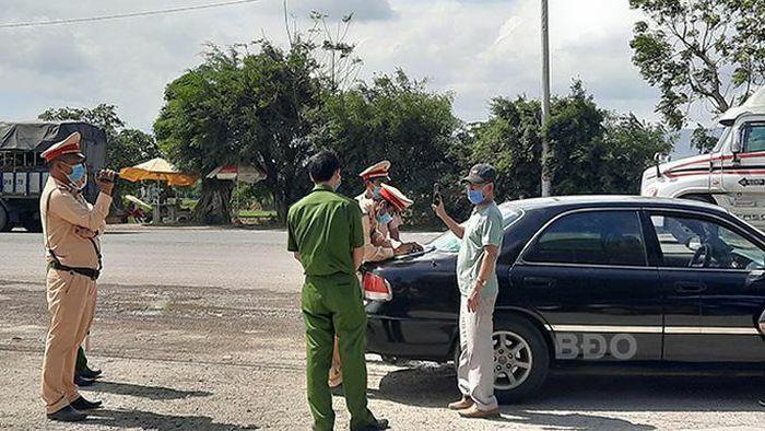 Chạy xe không giấy tờ, tài xế còn livestream vu oan CSGT