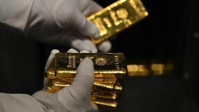 Giá vàng giữ đà giảm, USD tự do về dưới 23.800 đồng
