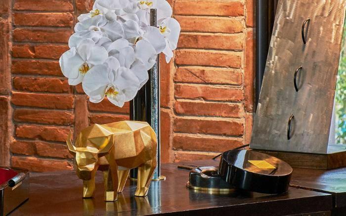 Độc đáo những bức tượng trâu vàng quà tặng Tết Tân Sửu 2021