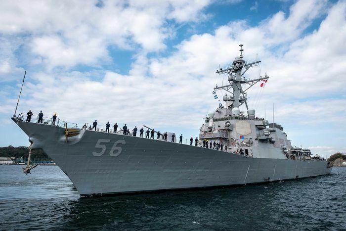 Chiến hạm Mỹ áp sát quần đảo Hoàng Sa