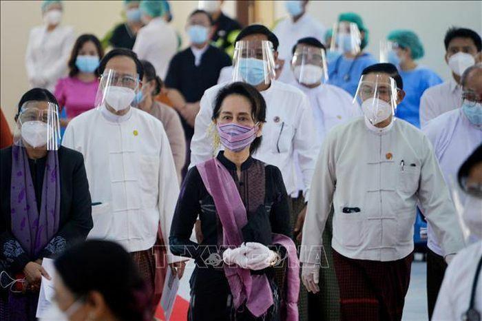Bà Aung San Suu Kyi bị tạm giam đến giữa tháng 2