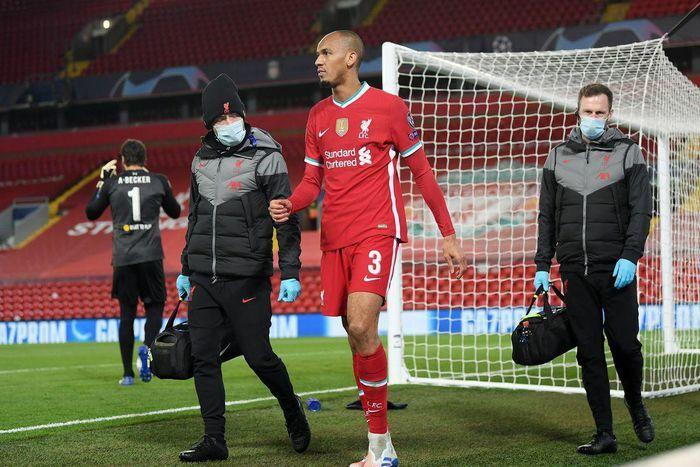 Mất thêm trung vệ, Liverpool lao đao trước giờ đấu Leicester
