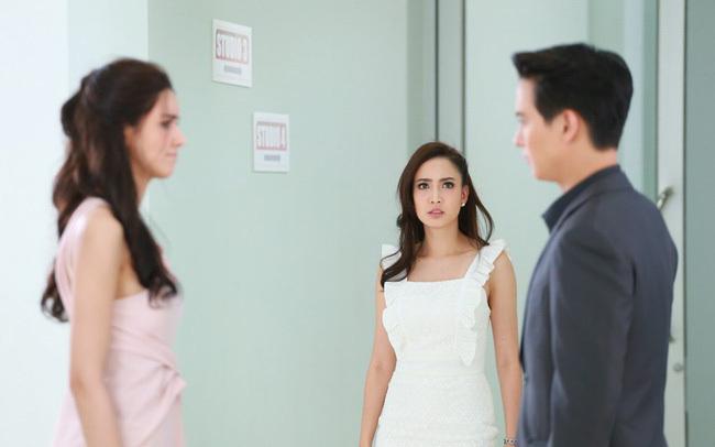 """Chồng cặp bồ vẫn vênh mặt đổ lỗi """"do cô không biết làm vợ"""", chính cung liền tiết lộ 1 bí mật khiến anh rụng rời"""