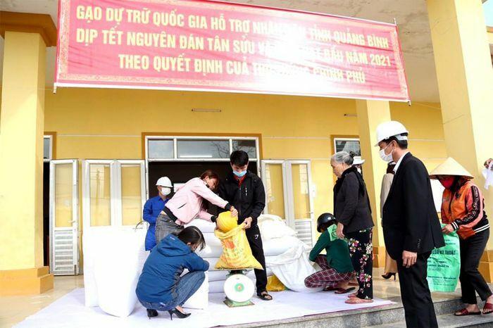 Khẩn trương xuất cấp hỗ trợ gạo kịp thời cho người dân trong dịp Tết Nguyên đán