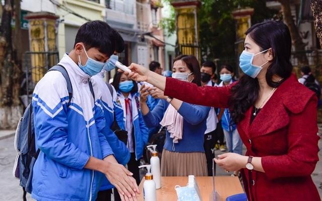 Nhiều tỉnh tăng cường phòng dịch ngày đầu tiên học sinh trở lại trường