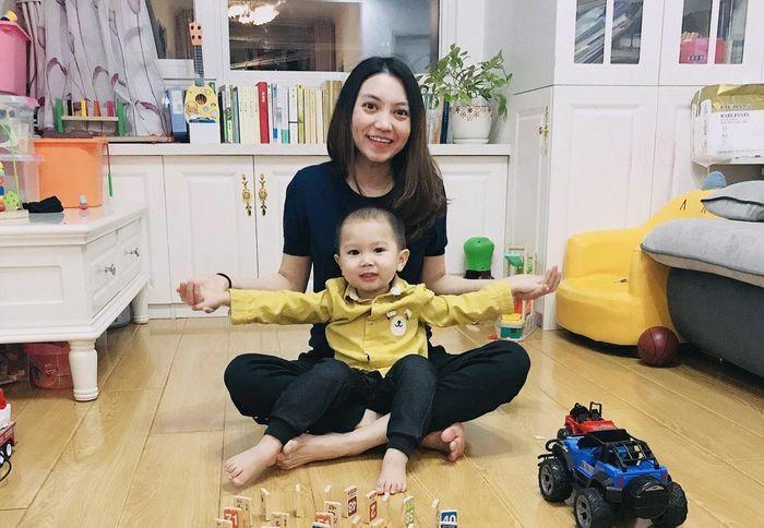 """Cô dâu Việt tại Bắc Kinh lần đầu """"mất Tết"""" vì dịch bệnh Covid-19"""