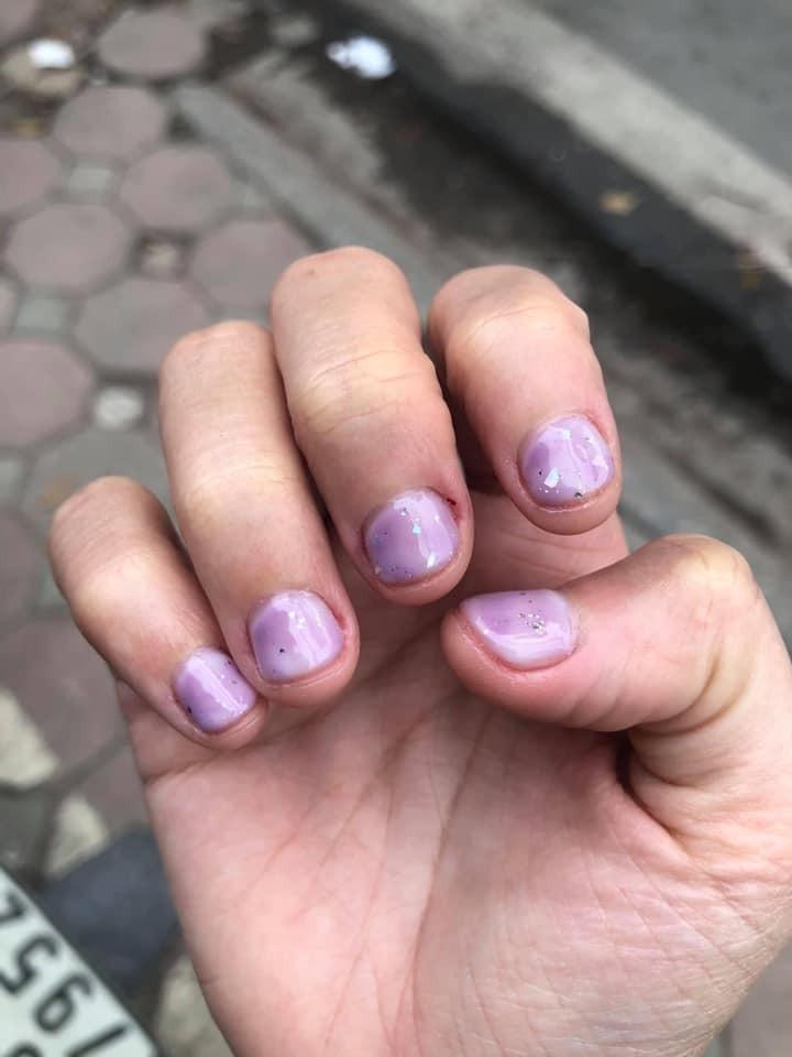Cô gái làm nail 360 nghìn và nhận về bộ móng như trẻ con tự tô