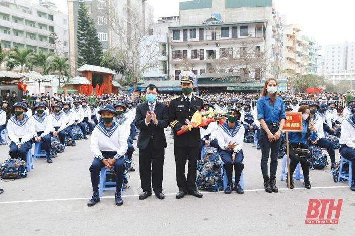 Phó Bí thư Thường trực Tỉnh ủy Lại Thế Nguyên dự lễ giao nhận quân tại TP Sầm Sơn