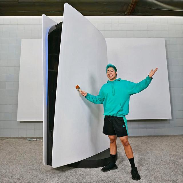 Xuất hiện thanh niên chi 70.000 USD để làm một chiếc máy PS5 siêu to khổng lồ