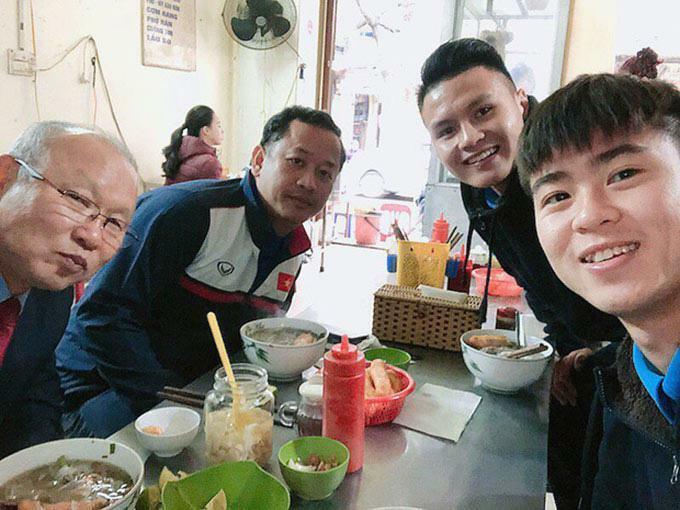 """HLV Park Hang-seo """"nghiện"""" những món ăn nào tại Việt Nam?"""