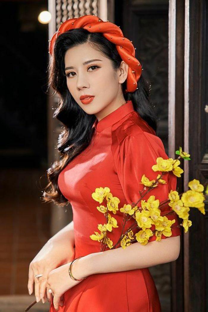 Dương Yến Nhung khoe sắc ngọt ngào trong tà áo dài đón Tết, ôn lại năm cũ không may mắn