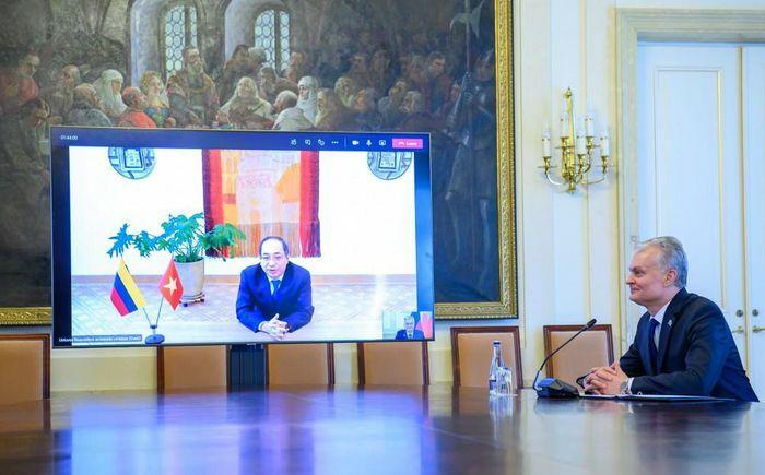 Đại sứ Nguyễn Hùng trình Ủy nhiệm thư lên Tổng thống Litva bằng hình thức trực tuyến