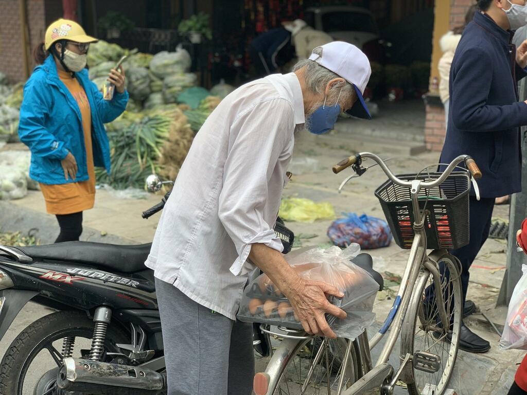 """Giải cứu nông sản Hải Dương: """"Chỉ muốn bán cao lên cho bà con đỡ khổ"""""""
