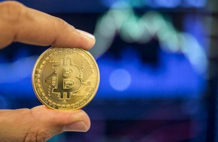 Giá Bitcoin chạm mốc kỷ lục gần 50.000 USD