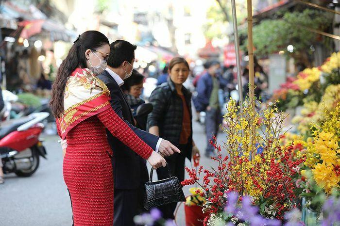 """Chen chân mua đồ cúng ở """"chợ nhà giàu"""" ngày 30 Tết"""