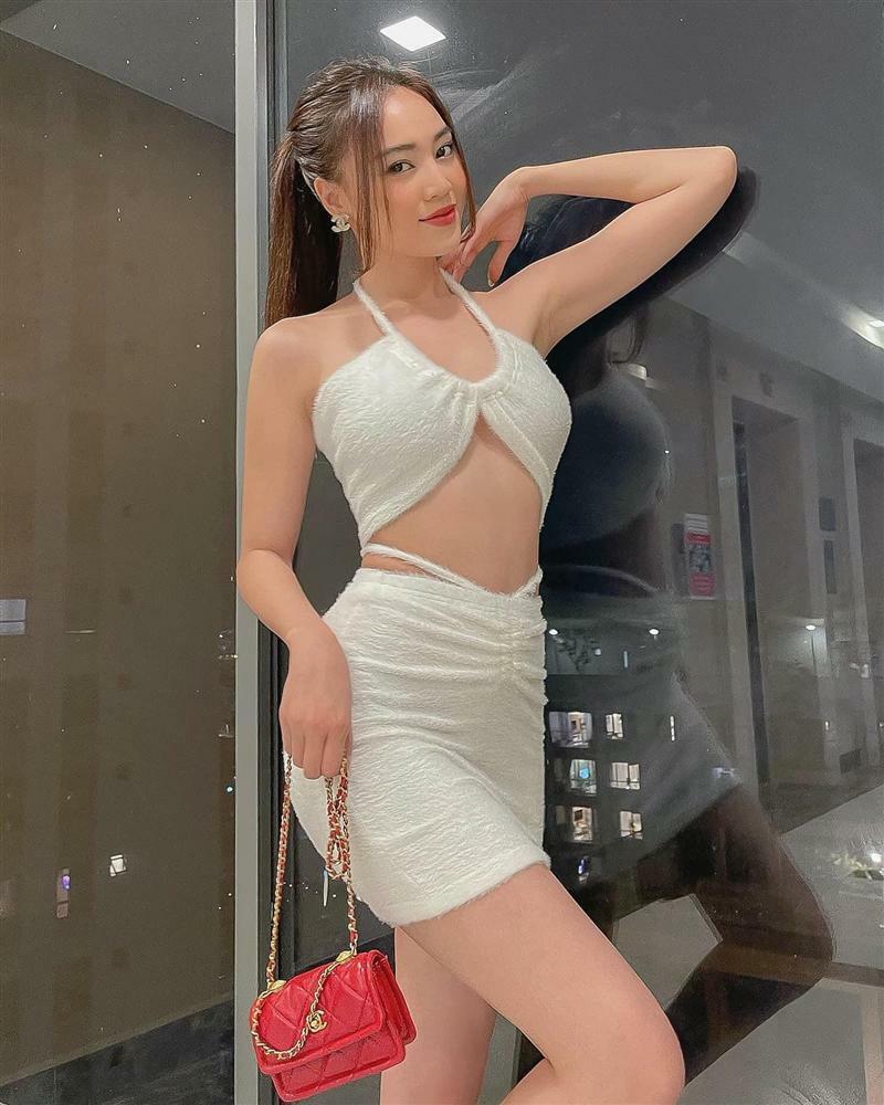 Những lần Ninh Dương Lan Ngọc khiến netizen 'xỉu lên xỉu xuống' vì váy áo hở bạo