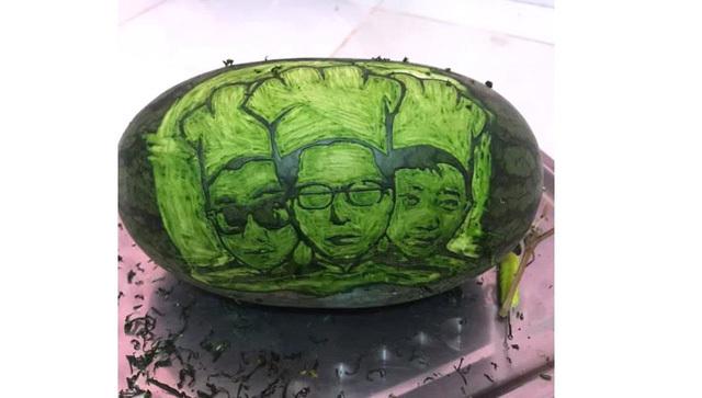 Cter trổ tài tạo hình, khắc gọt quả dưa hấu vô cùng đẹp mắt để gửi tặng Dũng CT và Team Đụt ăn Tết