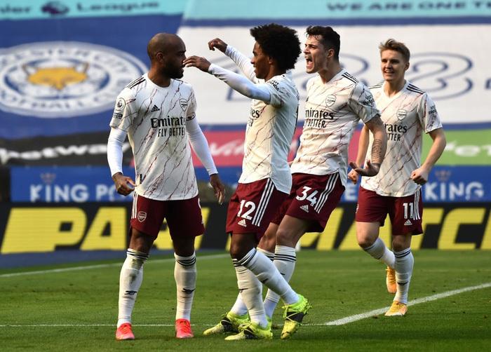 Hạ bệ cựu vương, Arsenal giúp MU giữ vững vị trí thứ 2 Ngoại hạng Anh