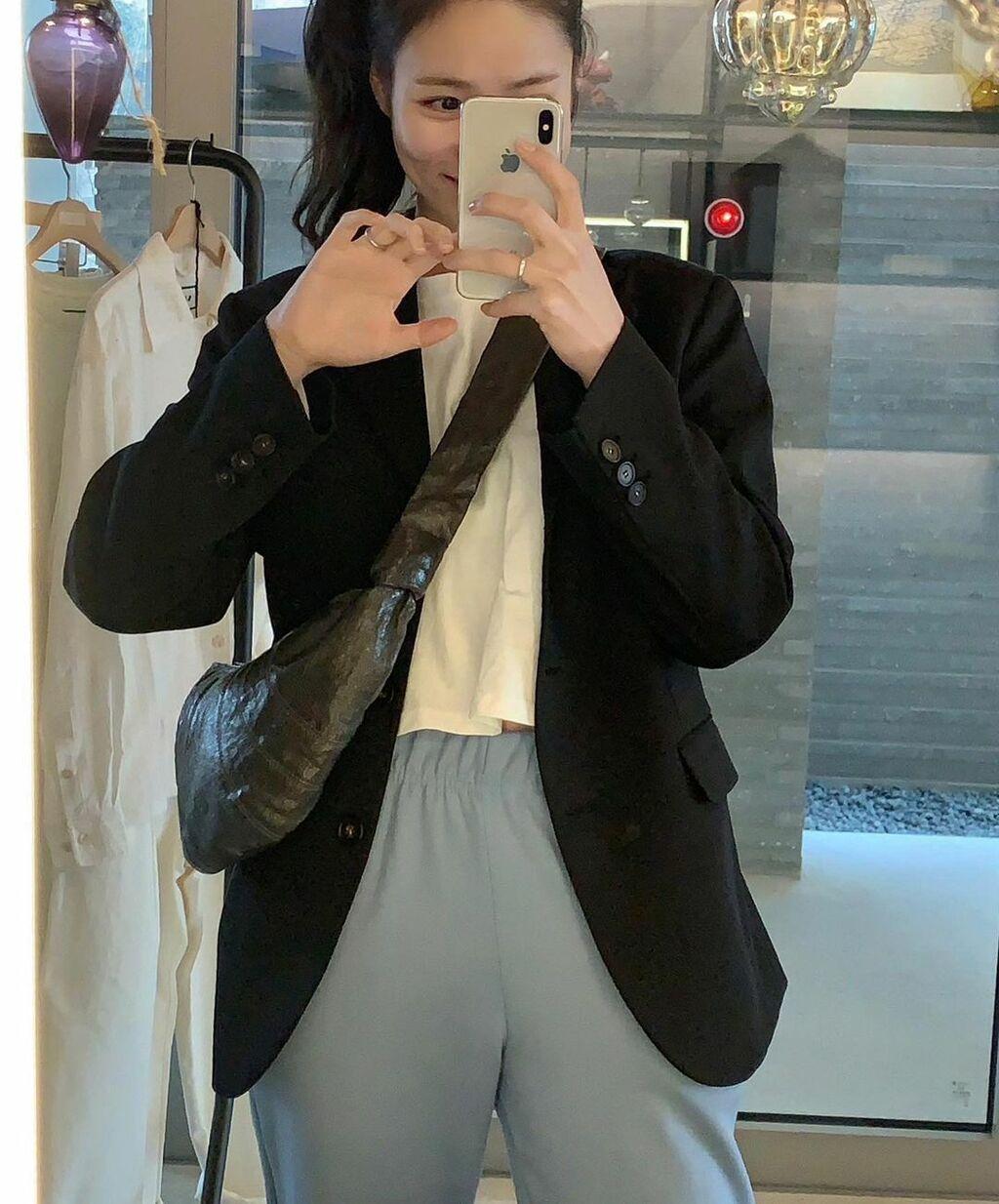 """5 mẫu áo khoác sẽ giúp """"ăn gian"""" đến chục phân chiều cao, chị em dù thấp bé hay không cũng nên sắm ngay diện Tết"""