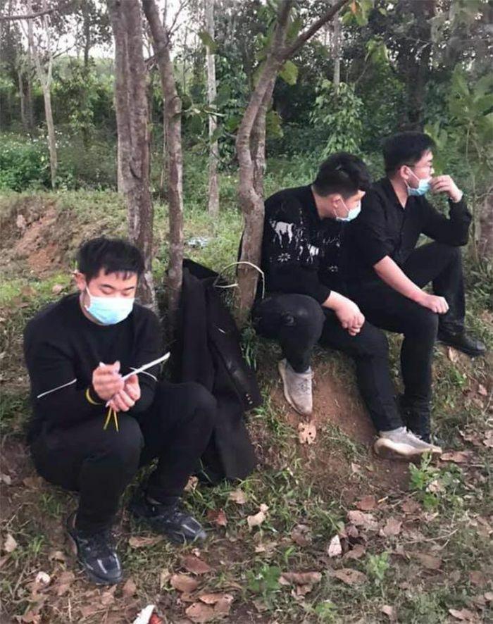 """Nhóm người Trung Quốc nhập cảnh """"chui"""" trốn chạy khi thấy CSGT"""