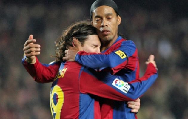 """Messi gửi thông điệp đầy cảm xúc đến """"ảo thuật gia"""" Ronaldinho"""