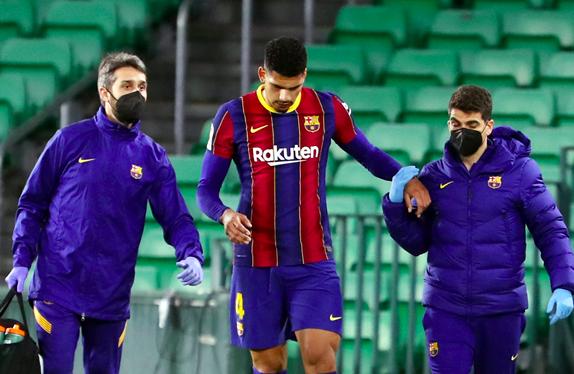 Hàng thủ Barcelona toang mạnh