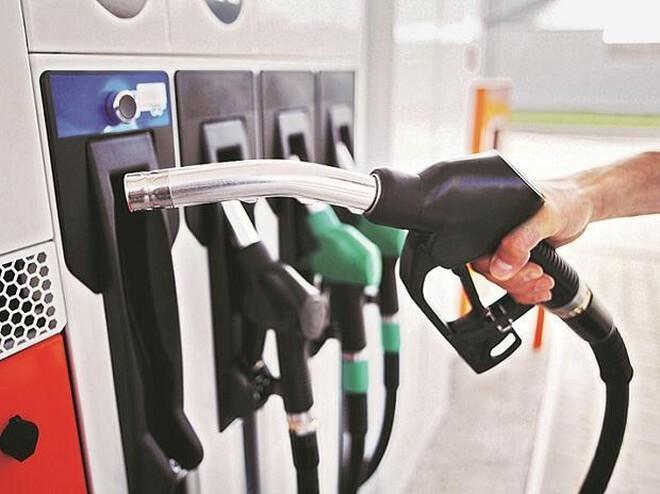 Chi quỹ bình ổn ở mức cao để giữ nguyên giá bán xăng dầu