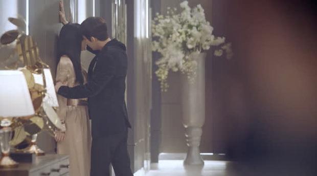 Chồng real Kim So Yeon sượng trân khi lên phim trường Penthouse 2 thăm vợ, netizen cười bò vì quá đáng yêu!