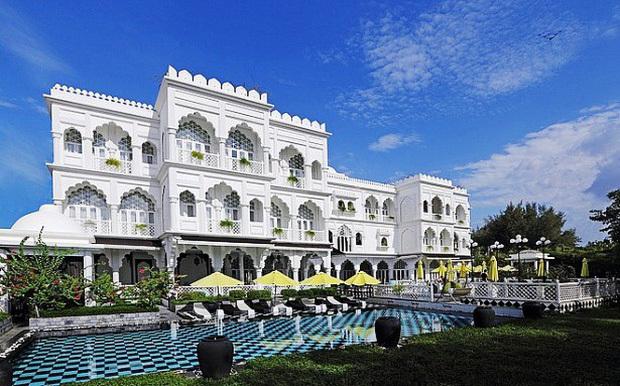Gái xinh nức tiếng MXH hoá ra là ''công chúa lâu đài trắng'' 30 triệu USD ở ''đất vàng'' quận 7